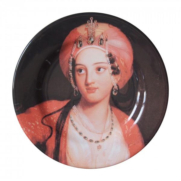 porcelaine plate . OTTOMAN WOMEN . (04) . 28 cm